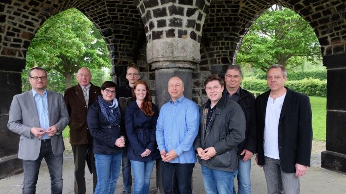 Das Foto zeigt (von links) Frank Weiland, Karl-Heinz Levermann, Anne Roy, Florian Kaul, Katharina Mallmann, Jens Boettiger, Harvey Kerschbaumer, Detlef Frickel und Thomas Henke. Foto: CDU Rhens